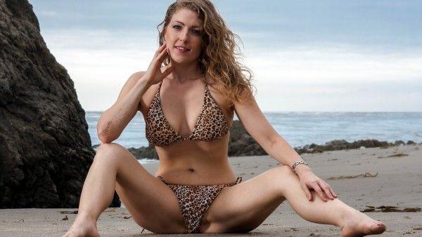 #beach #bikini #background #wallpaper #babe #women http://pixcore.com