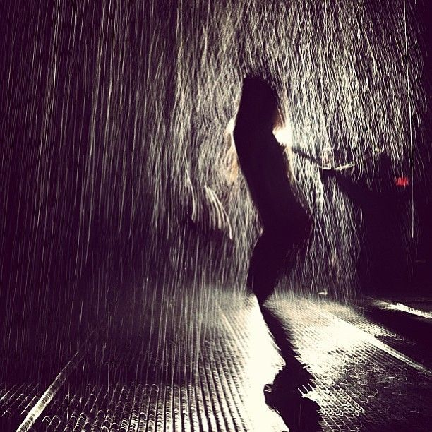 "Cool shot from #TheMuseumOfModernArt interactive ""rain room"" exhibit by #ymargp. #IGoftheDay #brooklynbowl #MOMA #brooklyn #concerts #NYC #livemusic #bowlstagram #todaysbestIG"