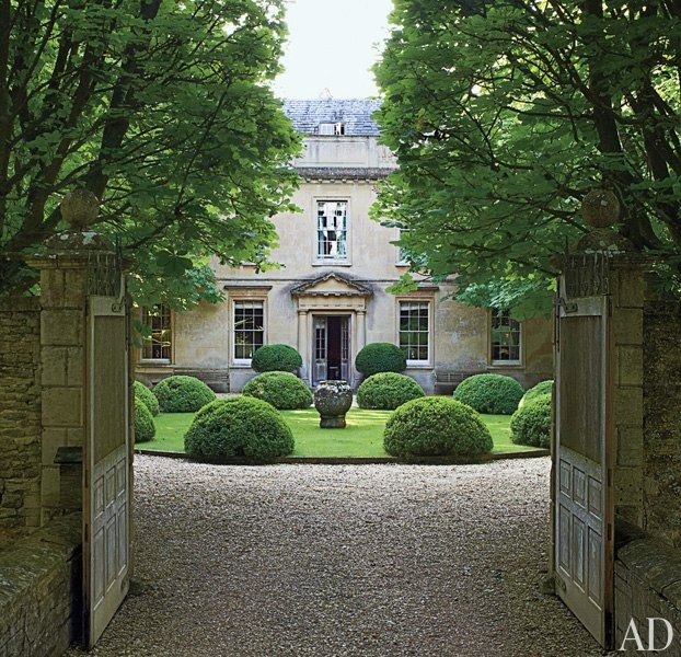 The main entrance gate of an English country estate opens to a view of its Georgian façade...