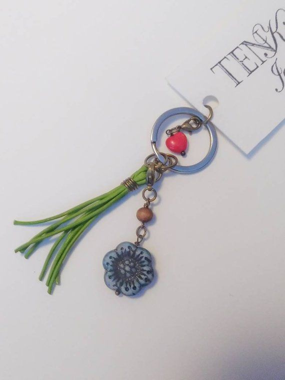 Floral keychain with leather tassel 65532aed89