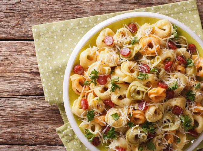 Pasta salad with a difference: Tortellini salad   – Salate Gewürzmischung Gemüse