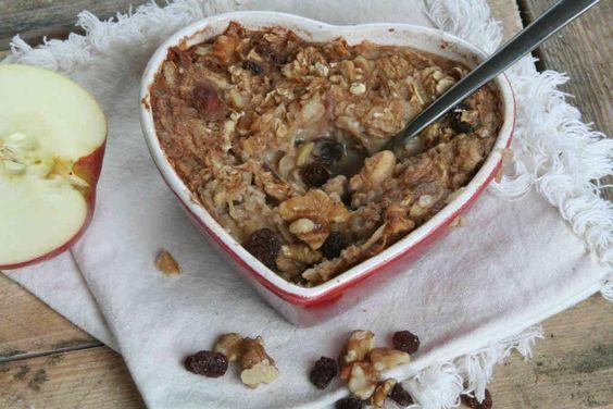 Dol op havermout? Maak dit appeltaart havermout uit de oven recept voor de variatie. Het hele huis ruikt naar appeltaart. Een perfecte start van het weekend