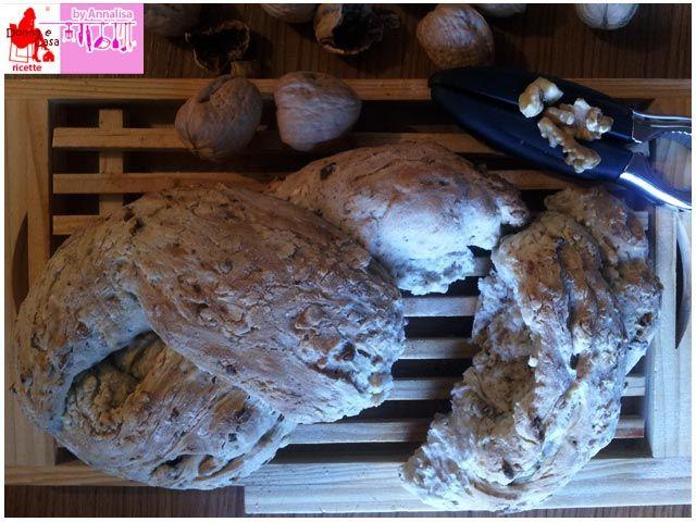 Treccia pane pistacchi noci, in inglese Braided Bread pistachio walnuts
