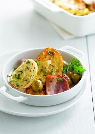 Ovenschotel met aardappel, aardpeer, olijven en salie