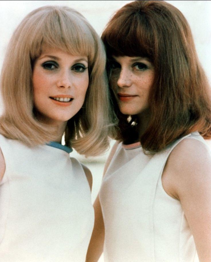 1966, sur le tournage des Demoiselles de Rochefort, avec  sa soeur, la magnifique Catherine Deneuve