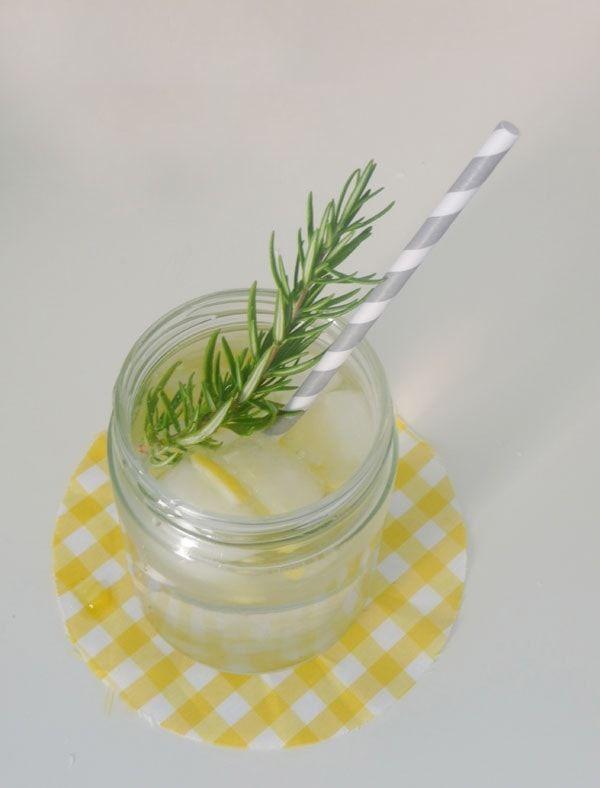 A veces un simple detalle puede dejar contentos a todos los invitados. Hoy pensamos en la bebida de tu casamiento y te enseñamos a hacer limonada casera para que deleites a todos con un riquísimo refresco.