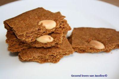 Spelt / palmsuiker speculaas. Ik heb de helft als plak gebakken en daarna verkruimeld voor op brood i.p.v. ongezonde maar geliefde Bolletje Schuddebuikjes. Van de andere helft heb ik lekkere koekjes gebakken.