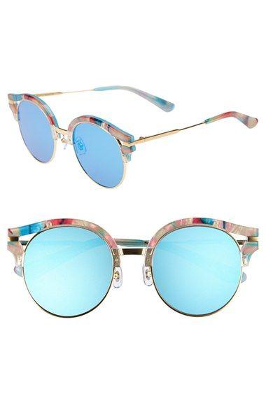 Dit vindt ik echt een hele leuke en coole zonnebril. Ik heb zelf ook een blauw gespiegelde maar niet zo rond. Maar als deze ergens zie in de winkel neem ik hem sowieso mee want ik vindt hem echt super