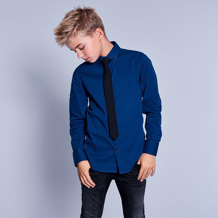 CoolCat overhemd met geïntegreerde stropdas voor jongens. Het overhemd heeft een normale fit, blousekraag en lange mouwen. Het overhemd heeft een knoopsluiting op de voorkant.