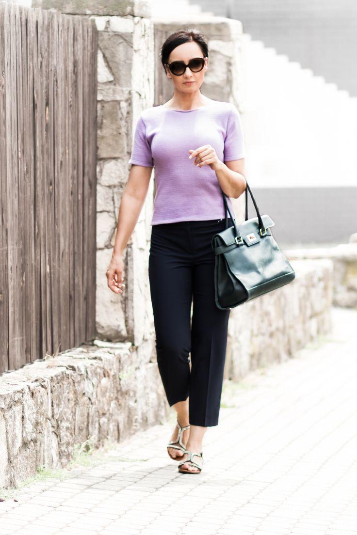 BEE&DONKEY Bawełniana bluzka z krótkim rękawem – w 100% naturalna bawełna, bluzka podkreślająca kobiece kształty, przydatna latem zarówno do pracy, jak i na wakacjach.  #beeanddonkey #fashion #moda #knitwearfashion #sweaters #sweter #knitwear #dzianina #moda #sweater #madeinpoland #style #stylish #wear #knitted #woman #kobieta #dlakobiet #markadlakobiet #bluzka #beedonkey