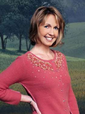 """Monica Horan was a shoo-in for her role as Peter's love interest on """"Everybody Loves Raymond"""": She w... - CBS/Promotional"""