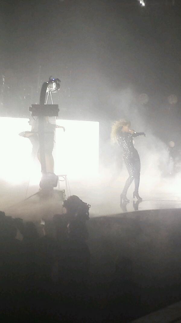 Beyoncé Performing Drunk In Love At Phone 4U Arena Manchester 25.2.2014