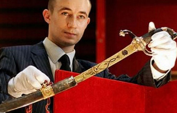 Most Expensive Antique Weapons - Napoleon Gold Encrusted Sword : $6,5 million dollars.