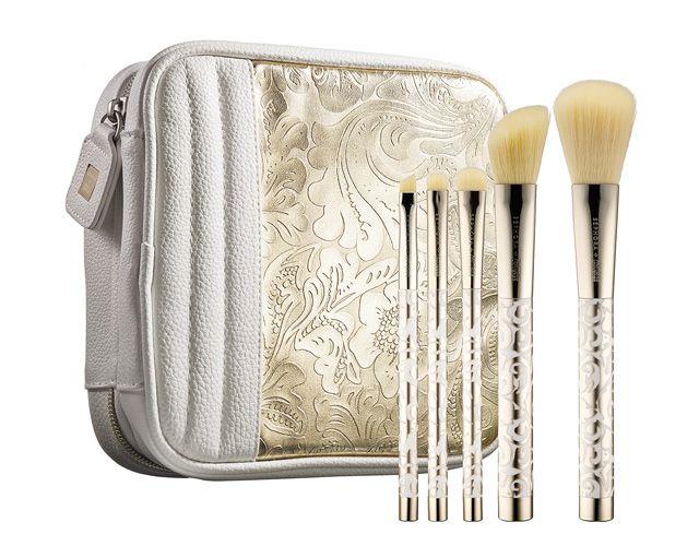 Brush set Sephora + Pantone Universe $70. / Ensemble de pinceaux Sephora + Pantone Universe 70 $.