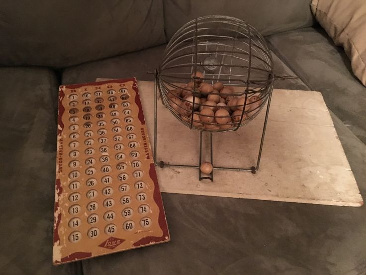 I haven't posted in a while. Busy at work, vacations, you know the drill. Just wanted to share a fun find. This is a Lowe metal bingo cage with the master