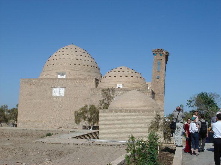 Najm_ad-Din_al-Kubra_Mausoleum.JPG (2592×1944)