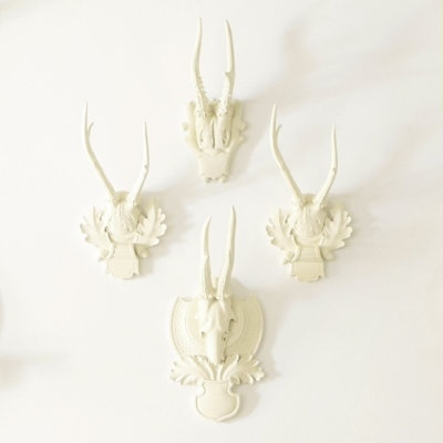 Just weird enough to be cool.: Antlers Decor, Dining Rooms, Living Rooms, Boys Nurseries, Deer Antlers, Houses Dreams, White Antlers, Cowgirl Chic, Ballard Design