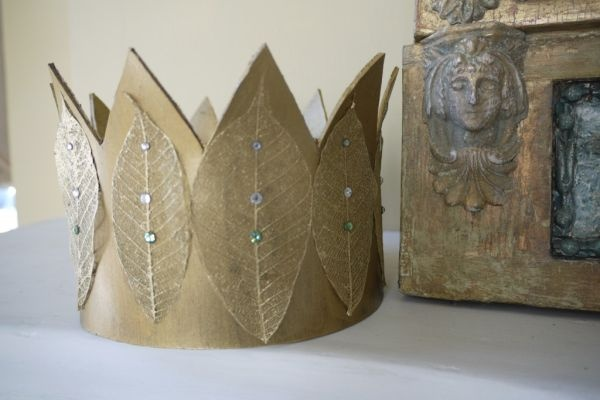 crown made from cardboard and leaves - cute | DIY Projects