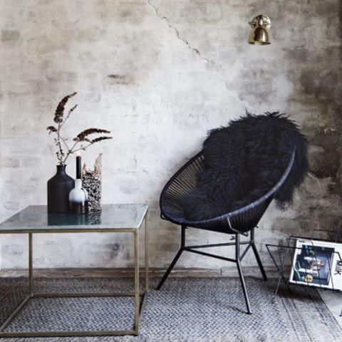 Bordet från Madam Stoltz hittar ni nu på SOMMARREAN 🌸🌸🌸 ➡️www.lillabyran.com⬅️ #sommarrea #madamstoltz #marmor #bord #koppar #interiör #inredning #interior4all #interior123 #finahem #nordichomes
