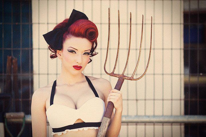 pin up makeup and red hair... match made in heaven :)