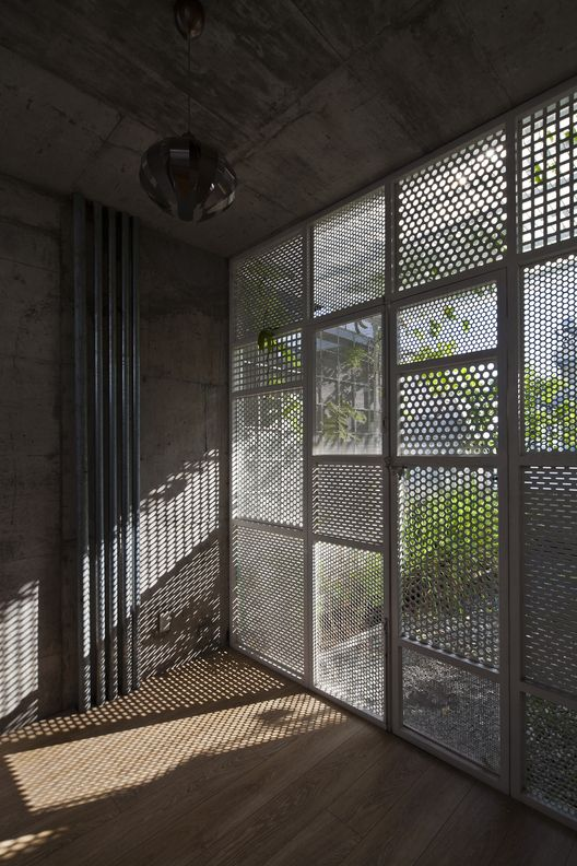 Casa 3x10 dd concept cer mica y fachadas for Celosias para interiores