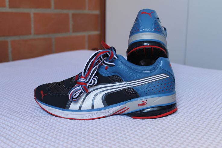 Tenis Puma Sport: Azules con negro, un estilo deportivo para salir a hacer deporte.