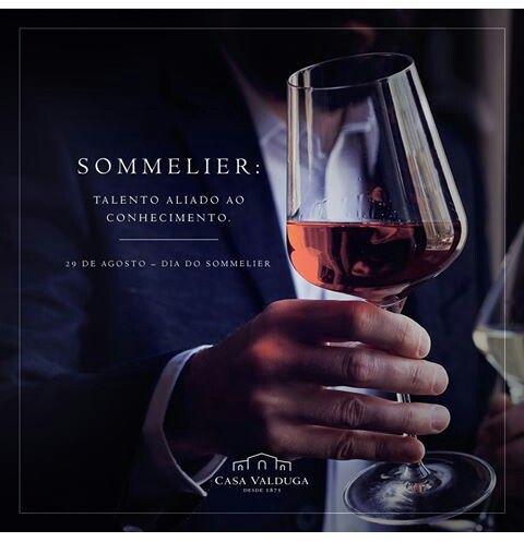 """#Dia29Agosto ☆ #DiaDoSommelier*✌ ♥Talento Aliado ao       Conhecimento♥ * #Sommelier = ☆ É o Profissional Responsável pelas Bebidas (principalmente #Vinho) no Estabelecimento. Da Escolha, Compra, Recebimento, Guarda e pela Prova do Vinho, antes que seja Servido ao Cliente. ♡ #História = Sommelier = Vem do Francês. Era o Carroceiro dos Castelos e Palácios, que Transportavam as Pipas de *Vinhos*.  """" #Degustando com #Raro #Sabor #Prazer & #Conhecimento """"✌"""