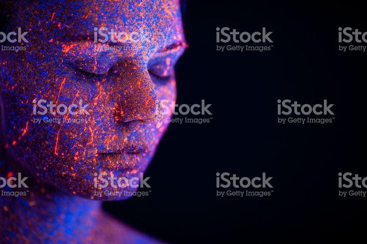 Retrato pintados con fluorescente bajo el maquillaje ultravioleta l  – fotografía de stock libre de derechos