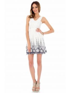 Rochie alba, Summer Sun, Roh - O superba rochie alba, realizata din bumbac alb cu broderie impresionanta in partea de jos, pe linia decolteului are fixata o dantela alba cu motive florale, iar partea din spate este decupata pana in talie cu atasamente de ajutor pentru fixare. Rochia are jupon atasat din bumbac.Culoare: alb.  Lungime din umar: 86 cm.  Compozitie: 100% bumbac.<br/>Marimi disponibile: S,M,L Colectia Rochii mini de la  www.rochii-ieftine.net