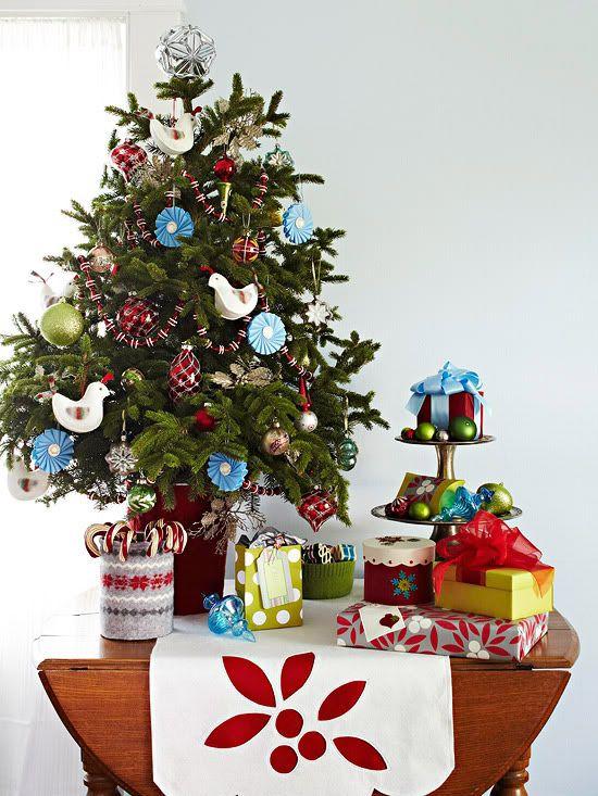 PhotobucketHoliday Ideas, Decor Ideas, Christmas Tables, Red Christmas, Small Spaces, Christmas Decor, Christmas Ideas, Holiday Decor, Christmas Trees