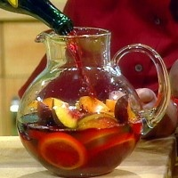 sprite zero + carlo rossi sangria + sliced apples and/or oranges = yummy poor college student sangria