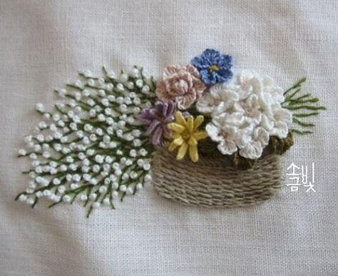 "636 Likes, 14 Comments - 소금빛 자수 saltlight embroidery (@saltlight_) on Instagram: ""네츄럴리넨실로 바구니 수놓고 꽃들을 수놓았어요. #소금빛자수 #자수재료 #리넨자수실 #리넨 #입체자수 #손끝에서피는꽃과자수 #입체자수꽃나무열매 #자수 #모사자수실 #유럽자수재료…"""