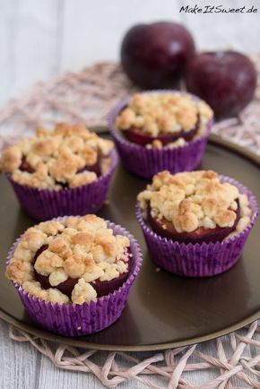 Ein Rezept für besonders saftige und fruchtige Muffins mit Pflaumen, Zimt und Streuseln. Die Zubereitung ist schnell und einfach.