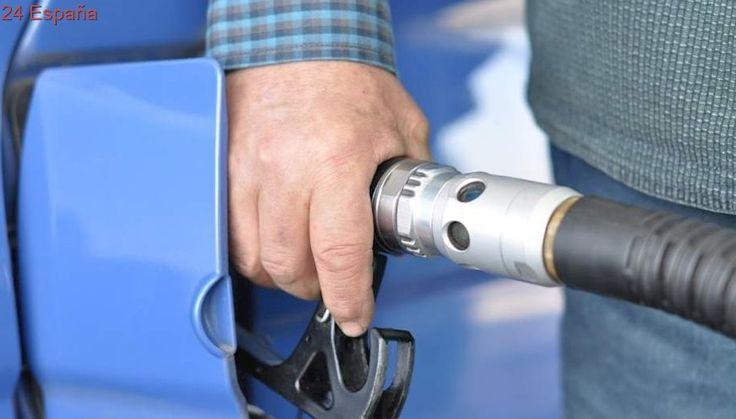 Baja por primera vez el precio de la gasolina y el diésel tras un mes de subidas