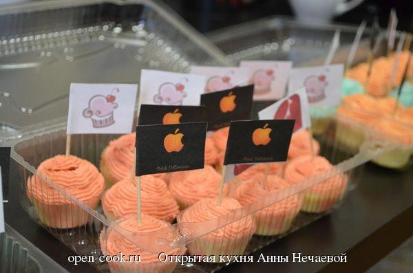 Рецепт нежных капкейков, который прекрасно подойдет для детей, свадьбы или дня рождения.