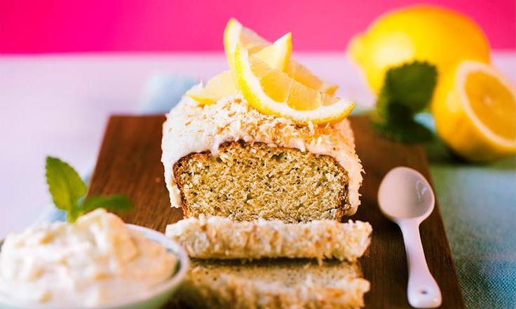Sitronkake med en nydelig glasur med kokos er en frisk og lett kake med tropisk smak. Den ultimate sommerkaken?