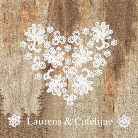 Originele trouwkaart met hartje van kant en tule op sloophout | de complete trouw-huisstijl van JilleJille.nl | wedding-card on wood