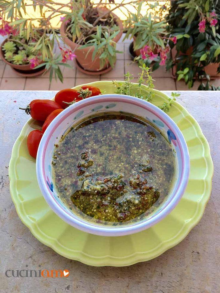 Pesto di basilico, mandole e pomodori secchi