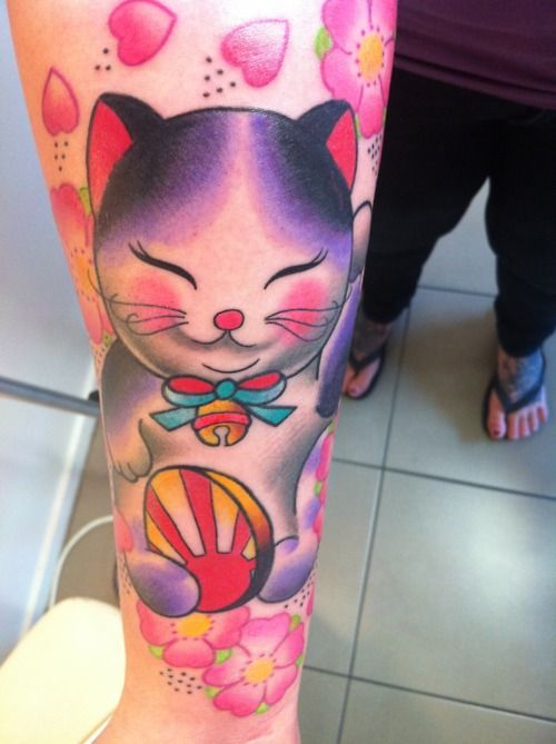 I really want a maneki neko tattoo! <3