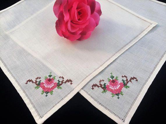 Linen Napkins. Embroidered Napkins. Vintage Napkins. A Pair