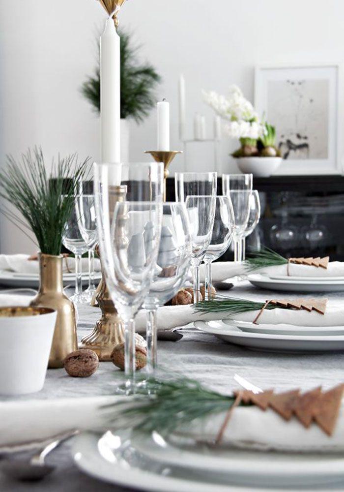 Christmas & New Year table decoration Новый год — самый семейный праздник. Уже совсем скоро все соберутся за обеденным столом, чтобы под бой курантов поздравить друг друга. Елка наряжена, подарки упакованы, гирлянды переливаются яркими огньками и хочется, чтобы и новогодний стол в красоте не уступал, ведь именно за ним пройдет самая большая часть торжества: звон бокалов с шампанским, смешные истории из старого года, пожелания счастья…