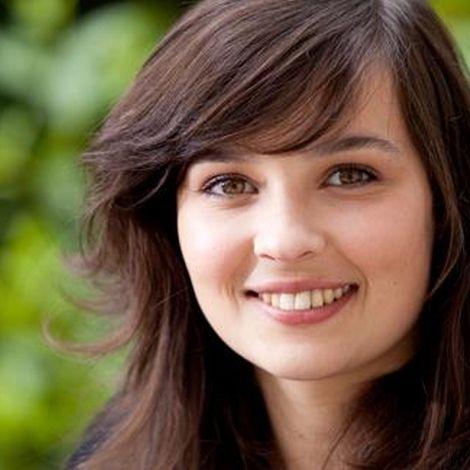 Tiphaine Haas est une actrice française, née le 12 octobre 1992. A partir de 10 ans elle va deux ans en cours  avec... http://francissotiaux.jimdo.com/fiche/tiphaine-haas/