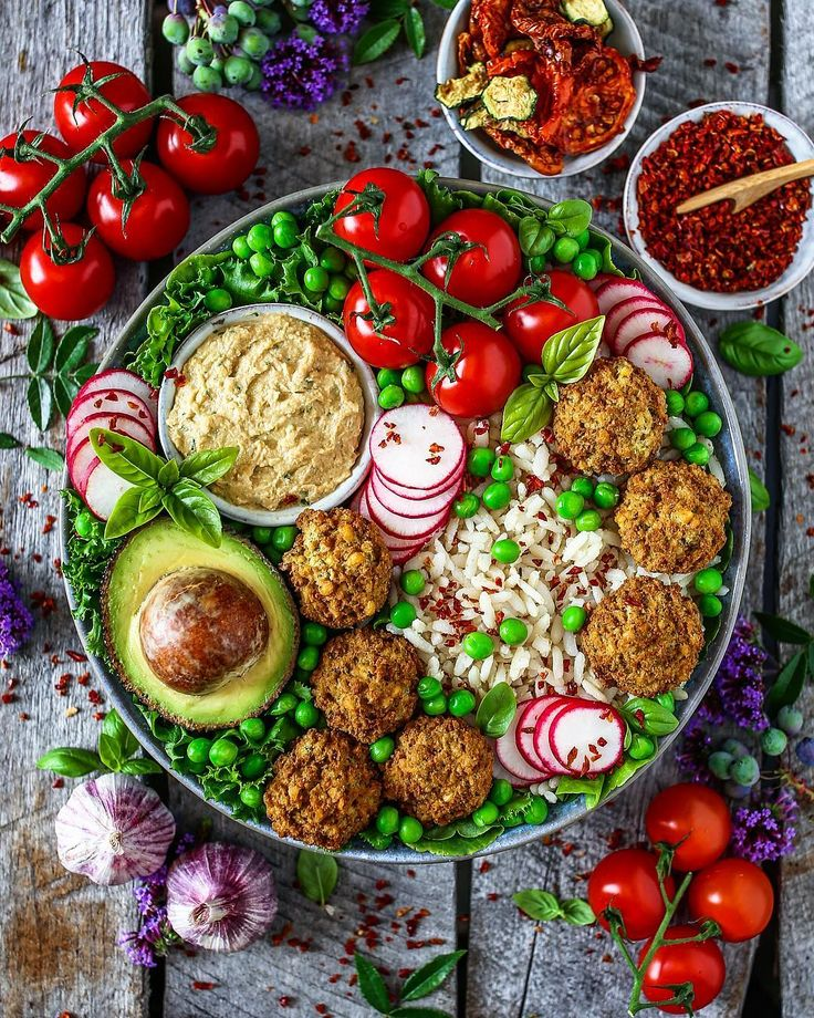 dinner bowl loaded with rice, falafel, hummus, avocado, peas, radishes, lettuce and tomatoes 😋 recipes for hummus and falafel on blog - Link in bio  Food 🍉 Fitness 👯 Lifestyle 💖 (@fitness_bianca)