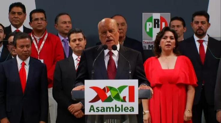 Toma la Palabra el Sr. Jorge de la Vega Dominguez, al Clausurar la Asamblea XXI del PRI