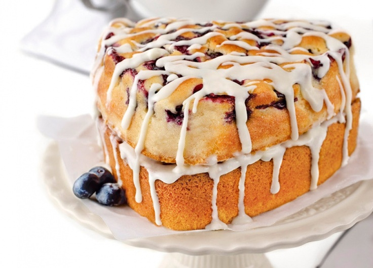 Blueberry cake with white chocolate icing