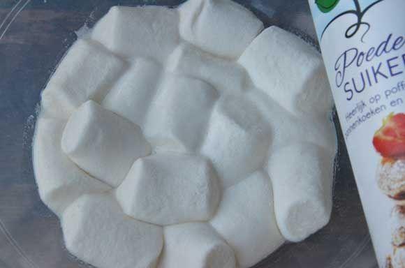 Taarten Decoreren » Ruches cupcake met zelfgemaakte fondant van marshmallows