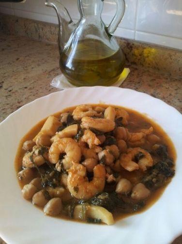 Garbanzos con chocos y langostinos para #Mycook http://www.mycook.es/receta/garbanzos-con-chocos-y-langostinos/
