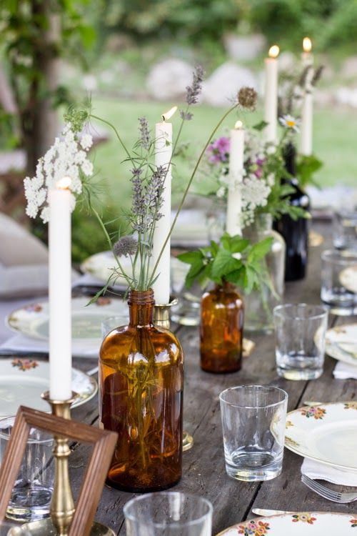 Tablescapes | Outdoor | Rustic simplicity; great atmosphere for a relaxing meal.