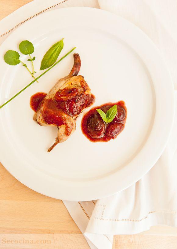 Codornices con salsa de cerezas