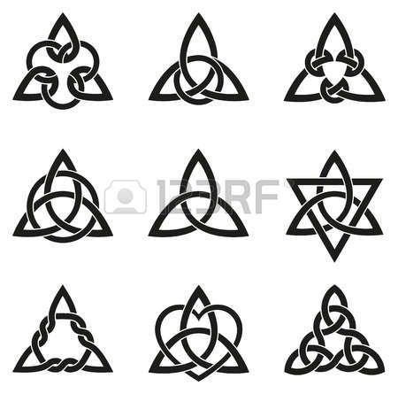 noeud marin: Une variété de noeuds celtiques utilisés pour la décoration ou les tatouages. Neuf interminables noeuds panier de tissage. Ces noeuds sont les plus connus pour leur adaptation pour une utilisation dans l'ornementation des monuments et des manuscrits chrétiens.